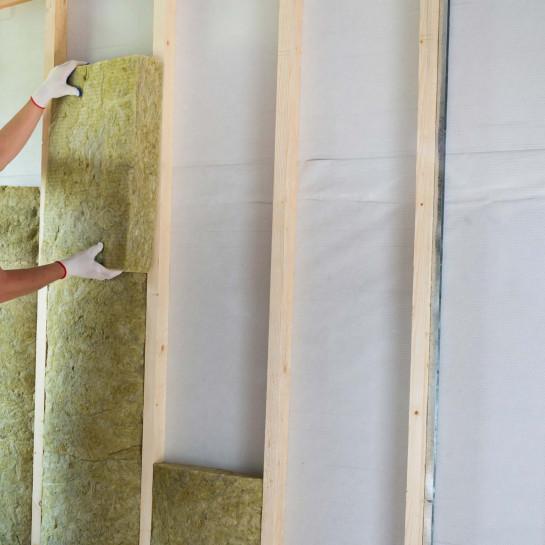 Montáž izolační předstěny s dřevěným rámem